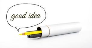 Het gele potlood opmerkelijk van zwart potlood met toespraak borrelt a Royalty-vrije Stock Foto's