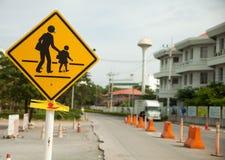 het gele teken van de schoolstreek Stock Afbeeldingen