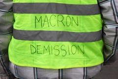 Het gele vestenprotest tegen hogere brandstofprijzen en vraagt voorzittersMacron vertrek royalty-vrije stock fotografie