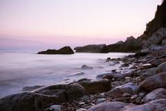 Het gelijk maken op de kust stock foto