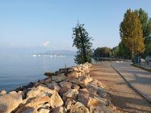 Het gelijk maken op de kust van het meer Garda Stock Fotografie
