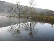 Het gelijk maken op het meer Stock Fotografie