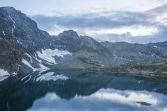 Het gelijk maken op het meer alla-Askir Altailandschap royalty-vrije stock fotografie