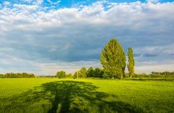 Het gelijk maken van bewolkte hemel in de lente royalty-vrije stock afbeelding
