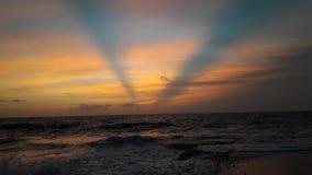 Het gelijk maken van kalme Zonsondergang Oceaanweergeven stock foto's