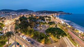 Het gelijk maken van luchtpanorama van de dag van Nice aan nacht timelapse, Frankrijk Aangestoken Oude Stads kleine straten en wa stock footage