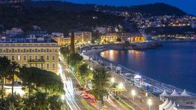 Het gelijk maken van luchtpanorama van de dag van Nice aan nacht timelapse, Frankrijk Aangestoken Oude Stads kleine straten en wa stock videobeelden
