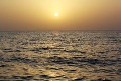 Het gelijk maken van sunsetting mening in strand Royalty-vrije Stock Foto's