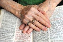Het geloven in het Woord stock afbeeldingen
