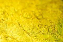 Het geltextuur van het bellen abstracte gele smeermiddel Kleverige vaseline - macrofoto stock fotografie