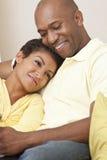 Het gelukkige Afrikaanse Amerikaanse Paar van de Man & van de Vrouw Royalty-vrije Stock Afbeelding