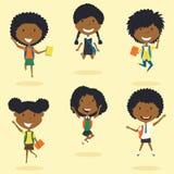 Het gelukkige Afrikaanse Amerikaanse schoolmeisjes springen Stock Afbeelding