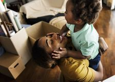 Het gelukkige Afrikaanse concept van de afdalingsfamilie royalty-vrije stock foto