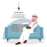 Het gelukkige Arabische Mens ontspannen met gedroogd fruit en het zitten op blauwe bank Stock Foto