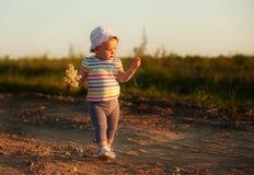Het gelukkige autistische meisje glimlachen Royalty-vrije Stock Foto's