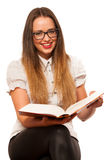 Het gelukkige Aziatische Kaukasische meisje lerning in studie woth veel boeken o Royalty-vrije Stock Foto's