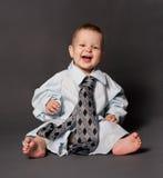 Het gelukkige baby chef- dragen over met maat kostuum Stock Fotografie
