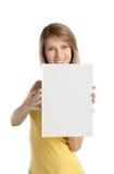 Het gelukkige blonde meisje toont boek stock afbeelding