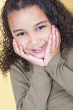 Het gelukkige Brutale Afrikaanse Amerikaanse Gemengde Kind van het Rasmeisje royalty-vrije stock afbeeldingen