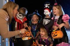 Het gelukkige de partij van Halloween truc of behandelen Royalty-vrije Stock Fotografie