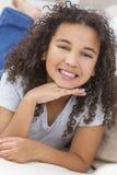 Het gelukkige Gemengde Kind van het Ras Afrikaanse Amerikaanse Meisje stock afbeeldingen