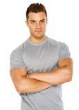 Het gelukkige geschikte mannelijke stellen over witte achtergrond Royalty-vrije Stock Fotografie