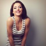 Het gelukkige het lachen natuurlijke emotie gezonde vrouw kijken Uitstekend cl Royalty-vrije Stock Foto's