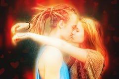 Het gelukkige het paar van de Valentijnskaartendag kussen Royalty-vrije Stock Foto
