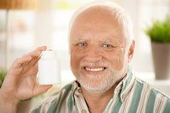 Het gelukkige hogere medicijn van de mensenholding Stock Fotografie