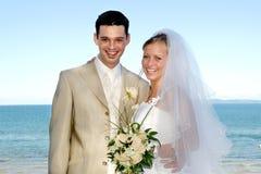Het gelukkige huwelijkspaar glimlachen royalty-vrije stock foto