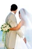 Het gelukkige huwelijkspaar glimlachen stock afbeelding
