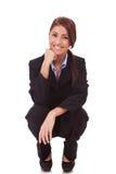 Het gelukkige jonge bedrijfsvrouw terugtrekken zich Royalty-vrije Stock Afbeeldingen