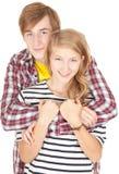 Het gelukkige jonge het houden van paar omhelzen Royalty-vrije Stock Afbeeldingen
