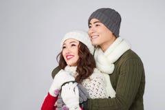 Het gelukkige jonge hipsterpaar koesteren Koud Seizoen Romantische stemming stock foto