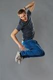 Het gelukkige jonge mens springen Stock Afbeeldingen