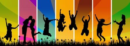 Het gelukkige jonge mensen springen Stock Foto's