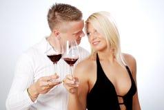 Het gelukkige jonge paar vieren Royalty-vrije Stock Foto's