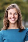 Het gelukkige jonge vrouw glimlachen Royalty-vrije Stock Foto's