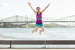 Het gelukkige kinderen springen royalty-vrije stock foto's