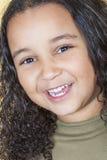 Het gelukkige Lachende Gemengde Kind van het Rasmeisje royalty-vrije stock foto's