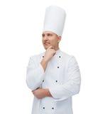 Het gelukkige mannelijke chef-kokkok denken Royalty-vrije Stock Fotografie