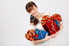 Het gelukkige meisje houdt drie dozen met giften Stock Afbeelding