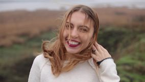 Het gelukkige meisje lachen stock footage