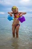 Het gelukkige meisje spelen royalty-vrije stock fotografie
