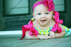 Het gelukkige Meisje van de Baby met Grote Glimlach Royalty-vrije Stock Foto