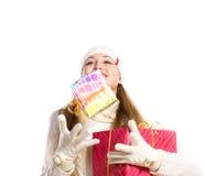 Het gelukkige meisje van het portret met een gift royalty-vrije stock foto