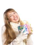 Het gelukkige meisje van het portret met een gift stock foto's