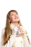 Het gelukkige meisje van het portret met een gift Royalty-vrije Stock Foto's