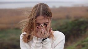 Het gelukkige Meisjes Lachen en Glimlach stock videobeelden