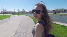 Het gelukkige Meisjes Lachen en Glimlach stock video